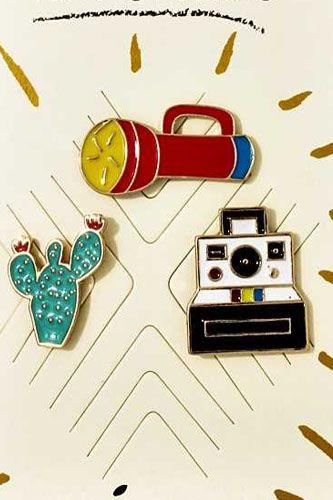 Travel theme pin set