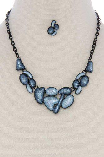 Geometric shape short necklace
