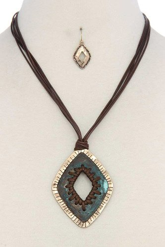 Patina pu leather necklace