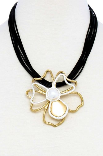 Designer Stylish Flower Pendant Necklace