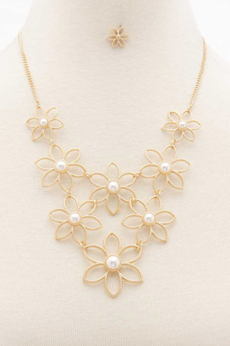 Flower Pearl Bead Necklace
